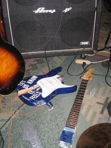 cheap-hardshell-guitar-cases-vs-guitar-gig-bags